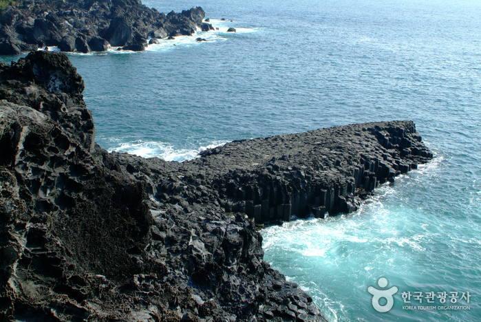 Daepo Jusangjeolli Cliff (주상절리(대포동지삿개))