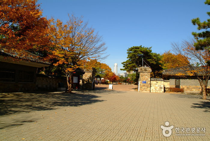 Seoul Seokchon-dong Ancient Tombs (서울 석촌동 고분군)
