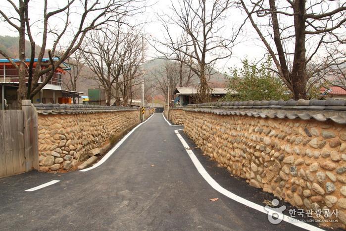 Old Walls of Jijeon Village in Muju (무주 지전마을 옛 담장)