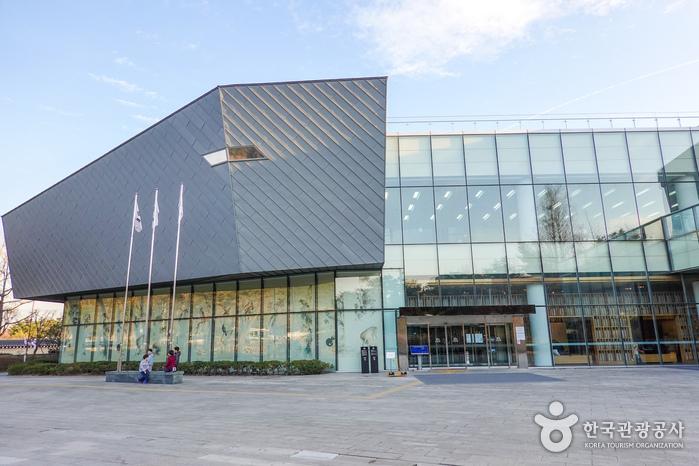 Павильон «Саранчхэ» президентской резиденции Чхонвадэ (청와대사랑채)5