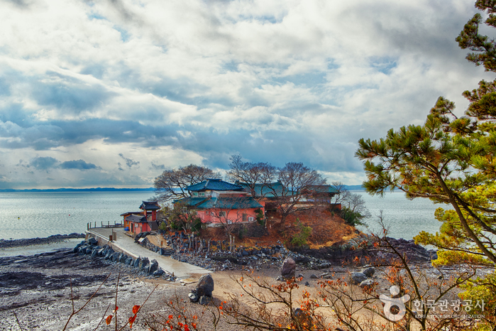 Seosan Ganworam Hermitage (간월암(서산))