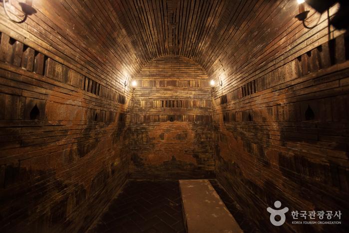 Túmulos de Songsan-ri y Tumba del Rey Muryeong (송산리 고분군과 무령왕릉) [Patrimonio Cultural de la Humanidad de la Unesco]