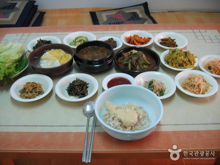 장릉보리밥집