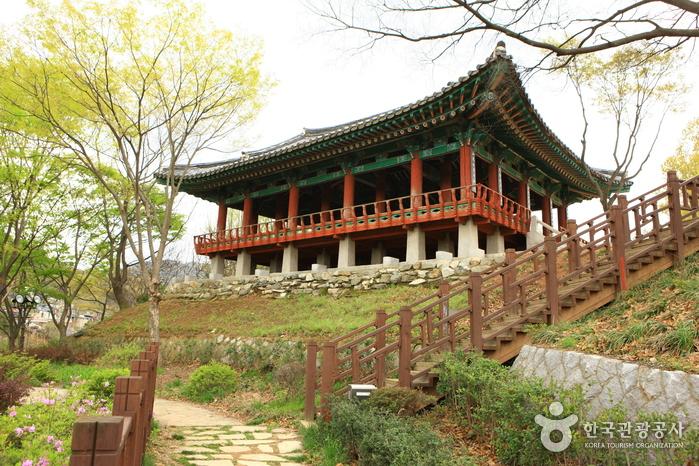 Omokdae & Imokdae (오목대와 이목대)