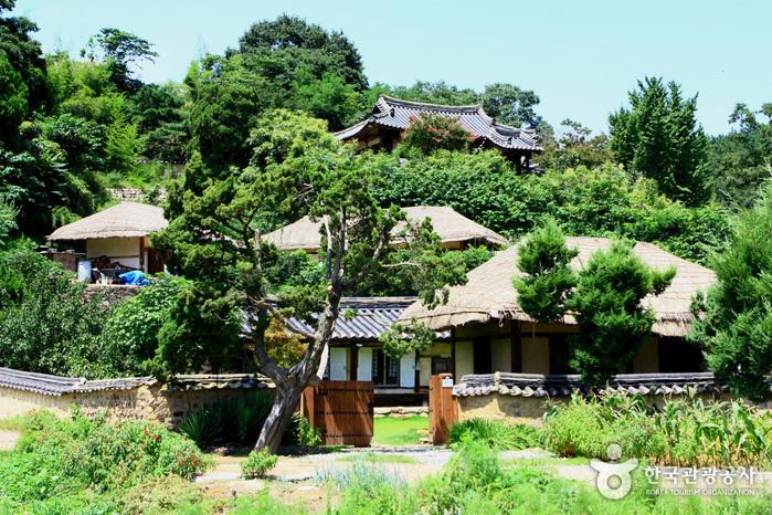 Gyeongju Yangdong Village [UNESCO World Heritage] (경주 양동마을 [유네스코 세계문화유산])