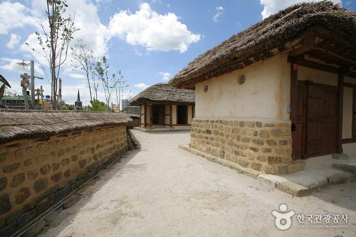 Geburtsort von Oesol Choe Hyeon-bae und Gedenkhalle (외솔 최현배선생 생가 기념관)