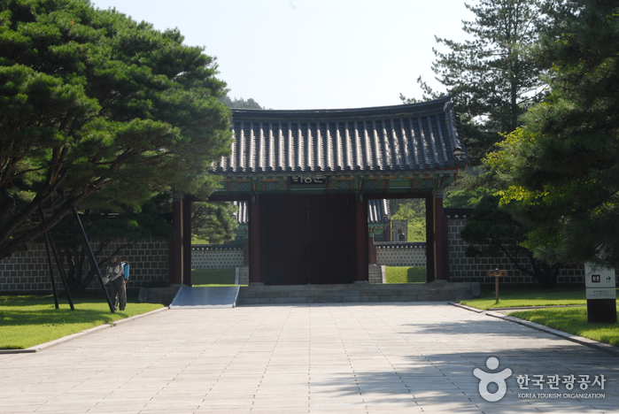 Tomb of Seven Hundred Patriots (Geumsan) (금산 칠백의총)