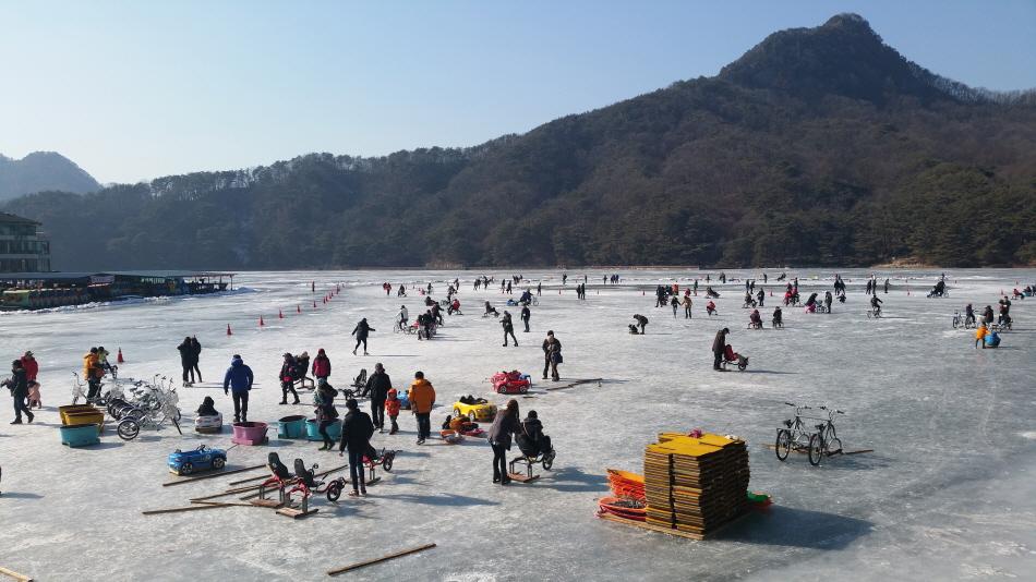 얼음 위에서 씽씽 달려요! 산정호수썰매축제