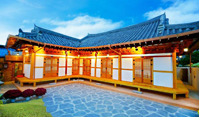 Jeonjuhanok Korean House (전주한옥숙박체험관)