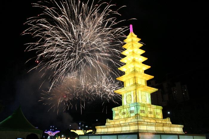 釜山燃燈節(부산 연등축제)