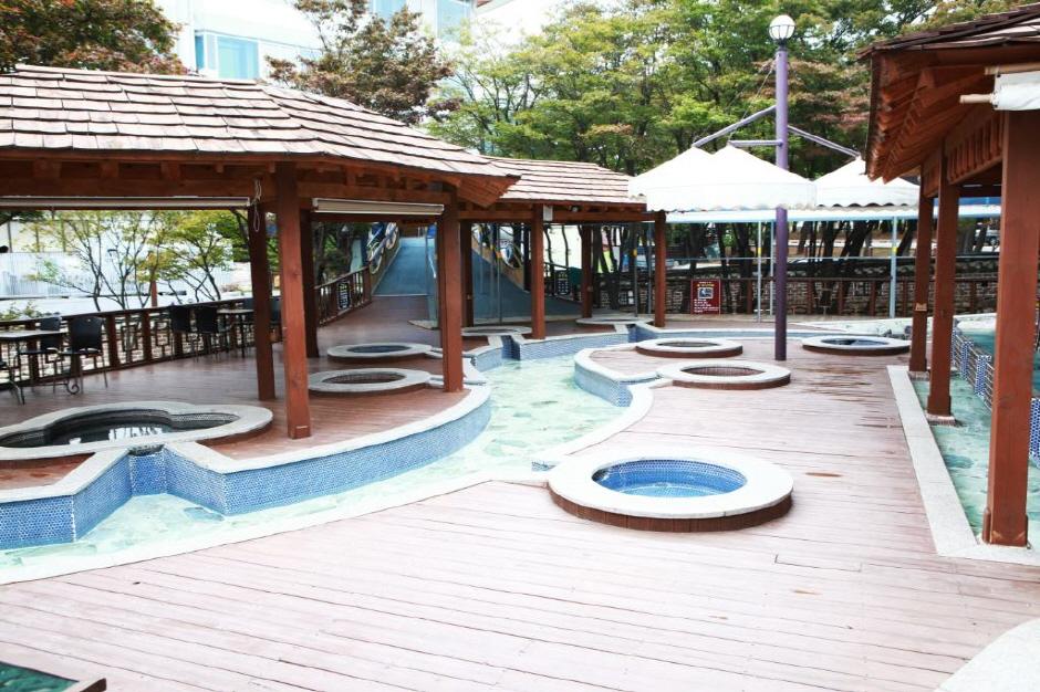 Cheoksan Hot Springs Zone (척산온천지구)
