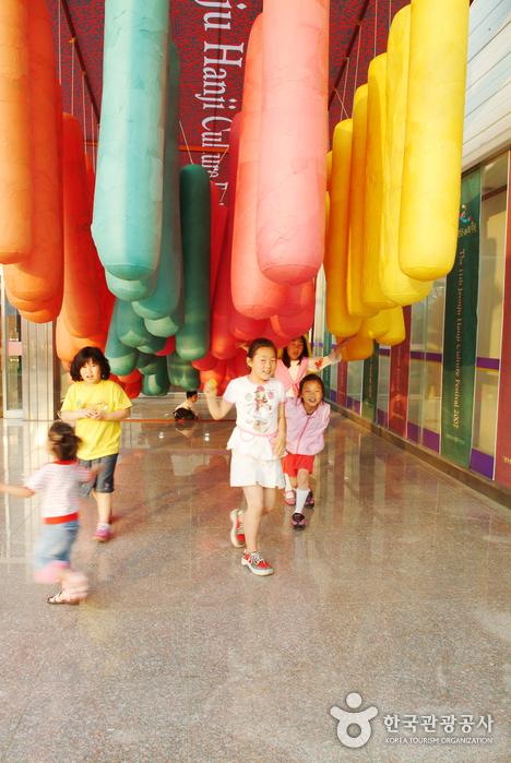 Jeonju Hanji Culture Festival (전주 한지문화축제)