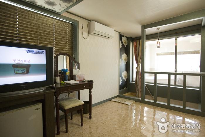 Chae Seok Resotel Oakvill - Goodstay (채석리조트오크빌 [우수숙박시설 굿스테이])