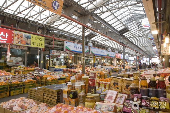Jeju Dongmun Traditional Market (동문재래시장)