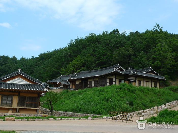 Andong Folk Village & Andongho Lake (안동민속촌과 안동호)