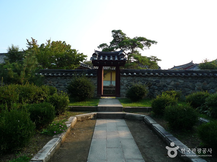Gyeongju Five Royal Tombs (경주 오릉)