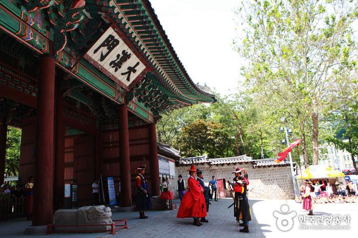 Tor Daehanmun am Palast Deoksugung (덕수궁 대한문)