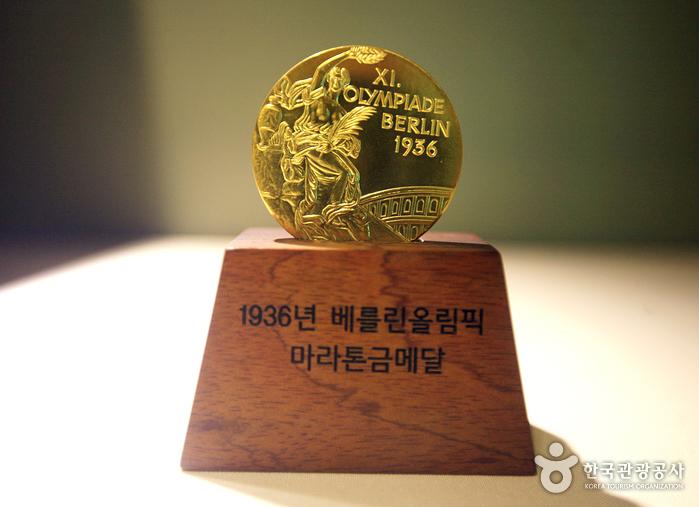 손기정기념관에 전시된 손기정 선수의 금메달