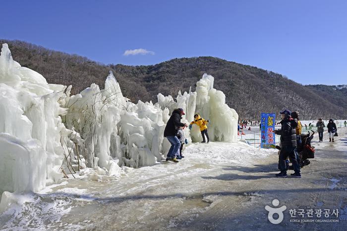 얼음분수로 만든 눈꽃 포토존