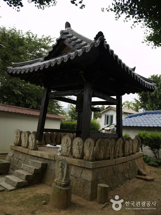 Dongguksa Temple ()