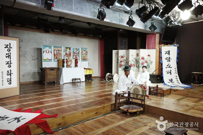 Sogeukjang Changdeokgung (창덕궁 소극장)