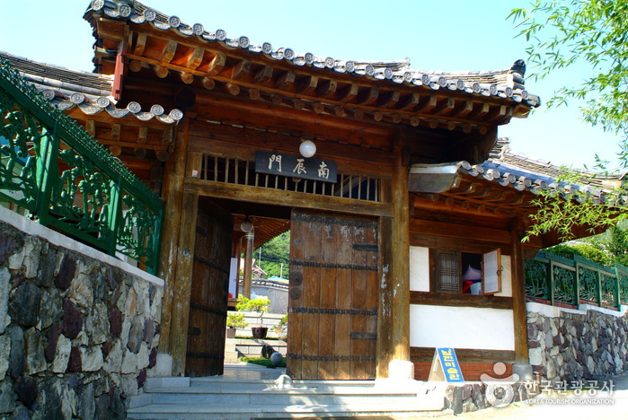 Jangjeon Art Museum (Formerly, Namjin Art Museum) (장전미술관 (구, 남진미술관))