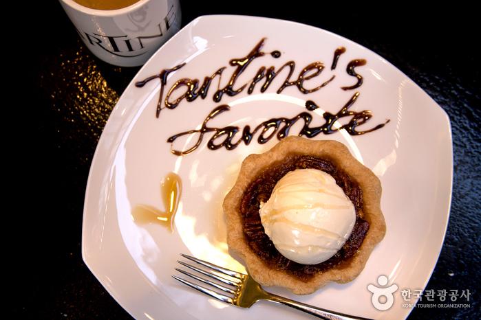 타르틴의 대표 메뉴, 피칸파이에 아이스크림을 얹은 아라모드