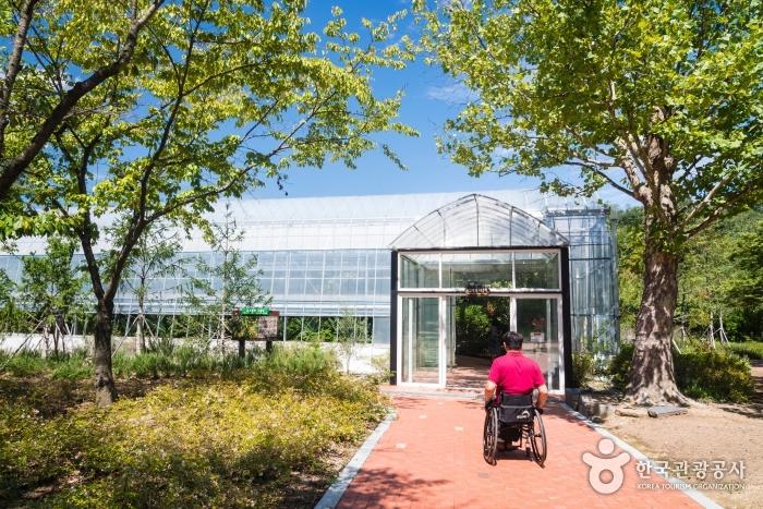 종교관련 식물원 입구