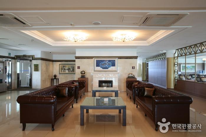 Отель Sunshine на острове Чечжу (제주 선샤인호텔)
