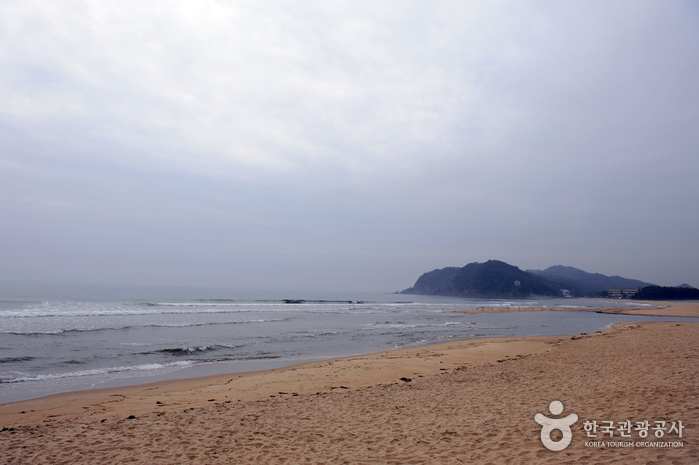 Hwajinpo Beach ()