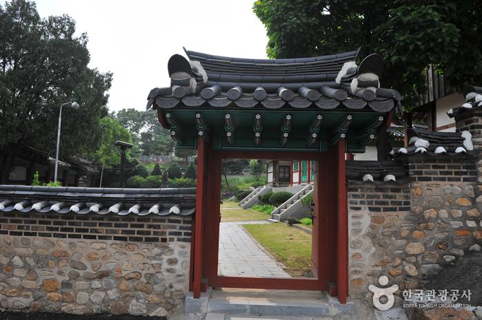 Konfuzianische Akademie Suwon Hyanggyo (수원향교)