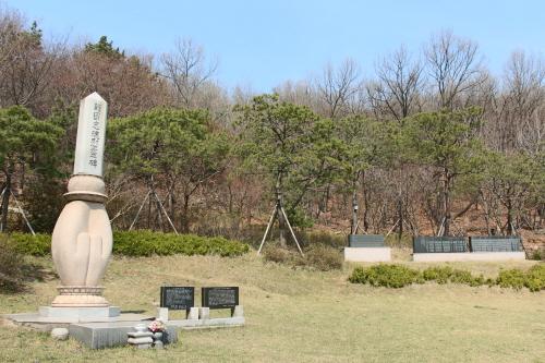 Memorial to the Loyal Dead (호국충혼위령비)