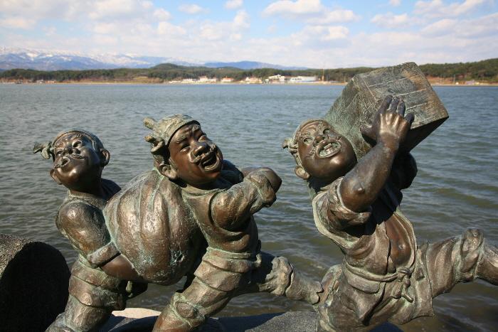 경포호에서 만나는 홍길동전의 등장인물