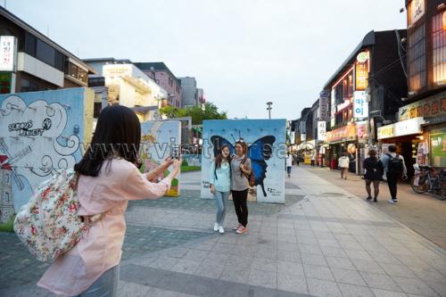 Hongdae (Hongik Univ...