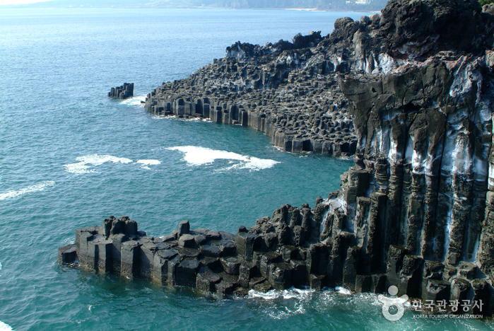 Daepo Jusangjeolli Cliff (주상절리대(대포동지삿개))