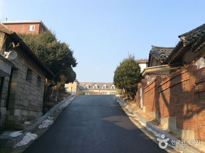Choong Ang High School (중앙고등학교)