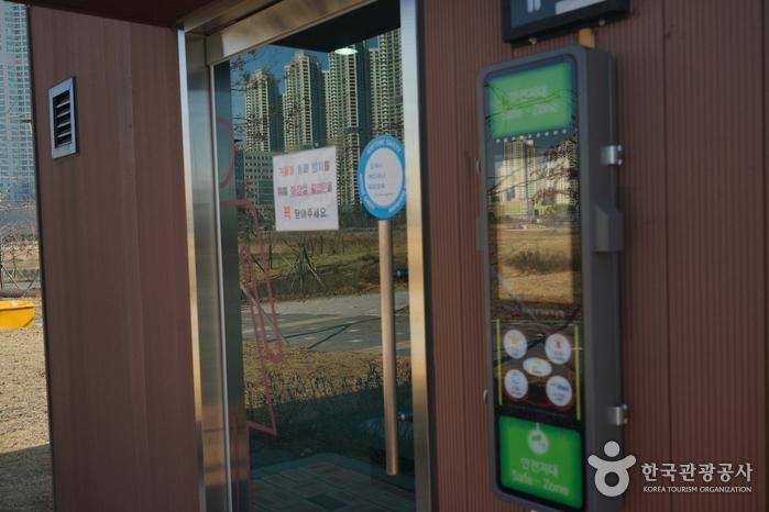 Cheongna Lake Park (청라호수공원)