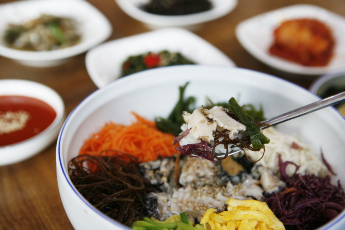 신선한 바다의 맛, 전복해조류비빔밥