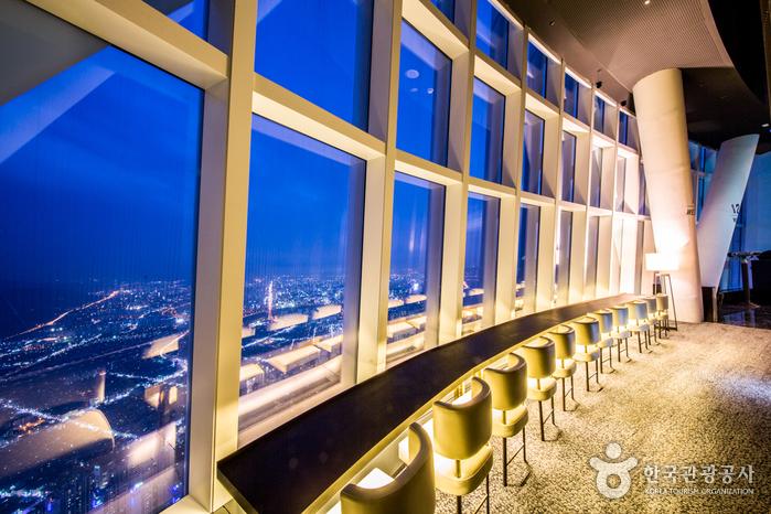 서울에서 가장 높고 로맨틱한 스카이라운지