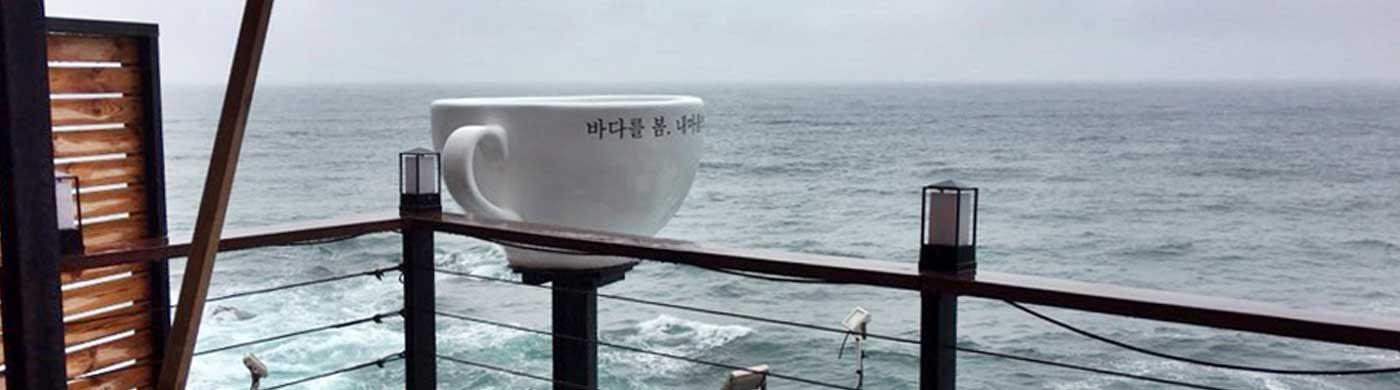 시가 절로 써지는 분위기 만점의 해변 카페