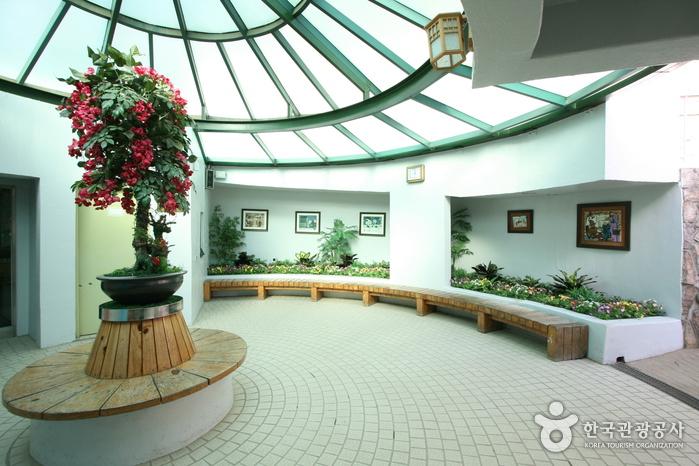 Firefly Restroom (반딧불이화장실)