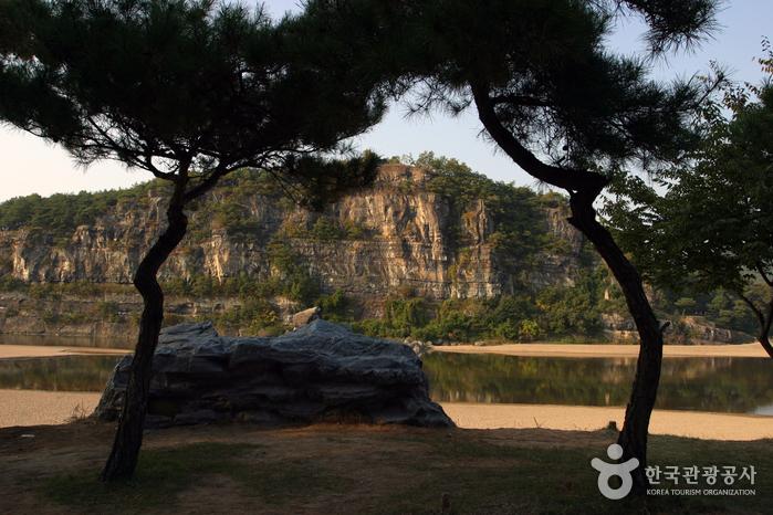 Buyongdae Cliff (부용대)
