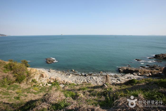 남해 가천 해변과 암수바위