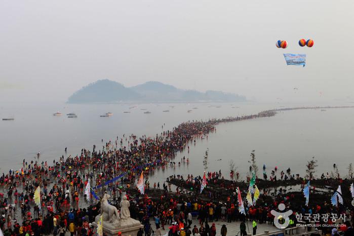 珍島神秘の海割れ祭り(진도 신비의 바닷길 축제)