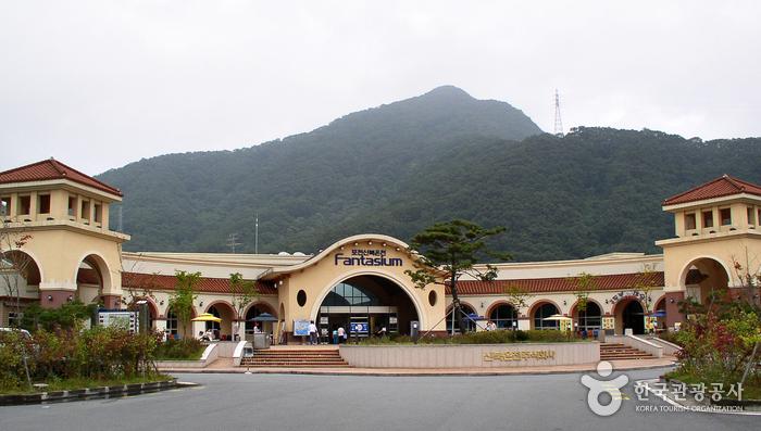Sinbuk Resort's SpringFall (신북리조트 스프링폴)