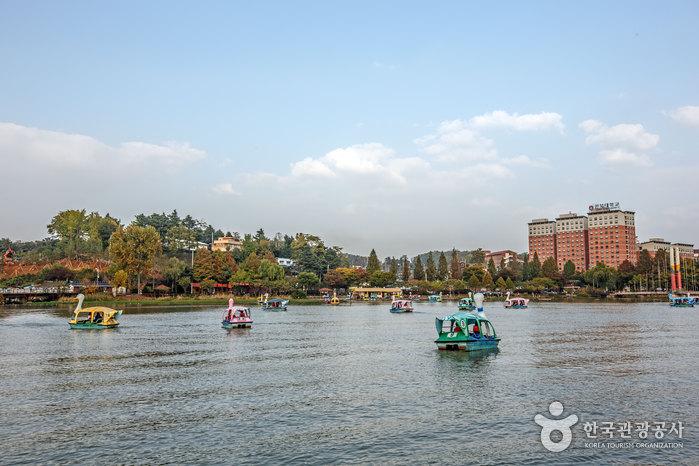 徳津公園(덕진공원)