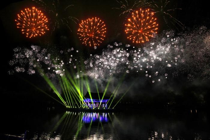 Фестиваль лотосов Пуё Содон (부여서동연꽃축제)