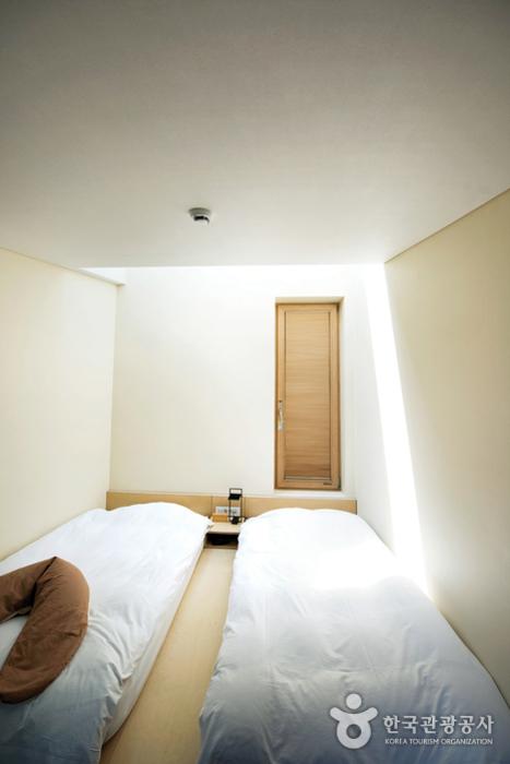 힐리언스 선마을 숙소. 아늑한느낌을 주는 방이다.