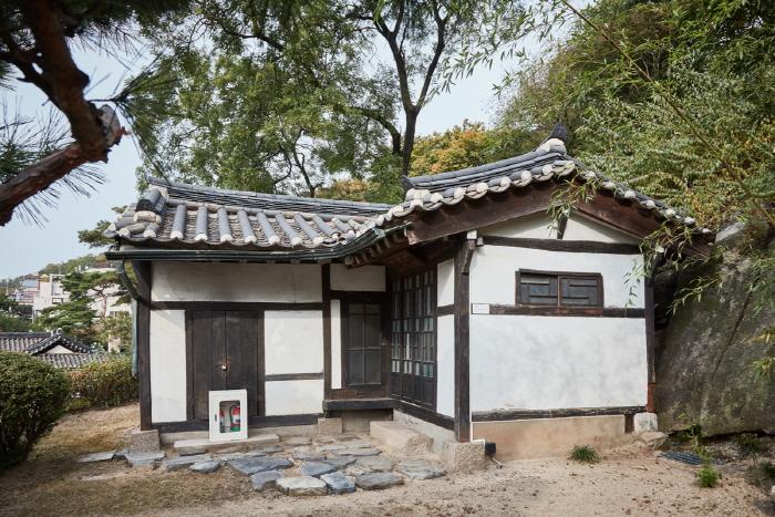 Ihwajang House (이화장)