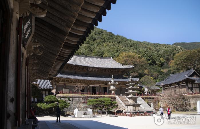 Temple Hwaeomsa (화엄사)